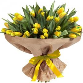 101 желтый тюльпан в крафте