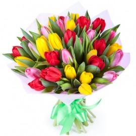 35 тюльпанов микс с оформлением