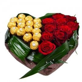 Композиция «Сердце из роз и конфет Ferrero»