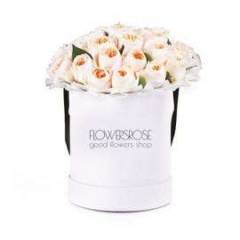 25 пионовидных роз в шляпной коробке