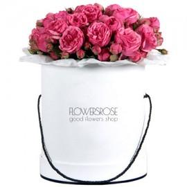 Пионовидные розы «David Austin» в шляпной коробке